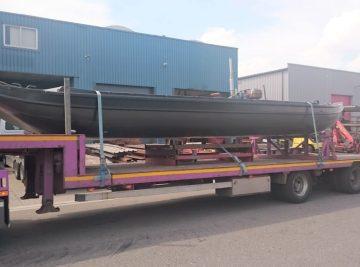 Hier is de ALK met trailer transport aan het uitvoeren Kraanverhuur Woerden